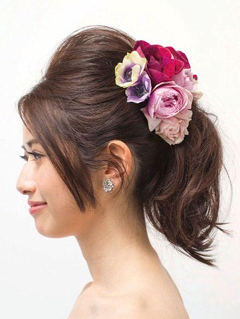 Ear, Lip, Petal, Hairstyle, Skin, Chin, Forehead, Eyebrow, Hair accessory, Flower,