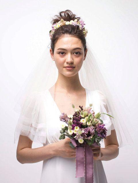 Petal, Sleeve, Shoulder, Bouquet, Photograph, Bridal clothing, Joint, Bridal accessory, White, Flower,