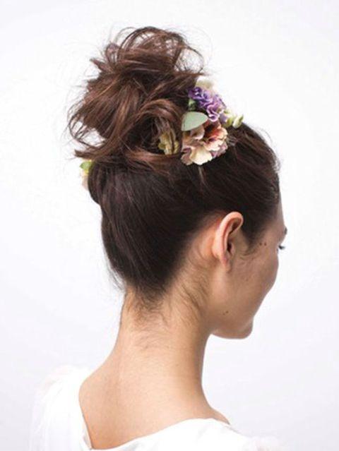 Hair, Ear, Hairstyle, Chin, Forehead, Shoulder, Hair accessory, Style, Headgear, Beauty,