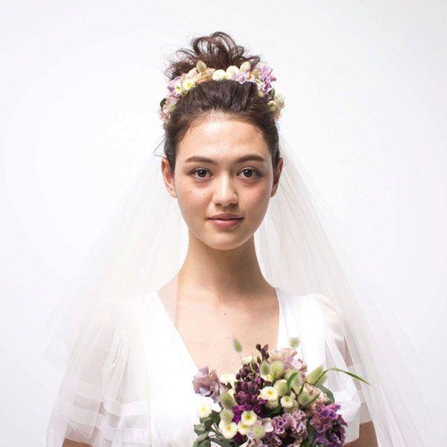 Petal, Shoulder, Bouquet, Photograph, Bridal clothing, Joint, Bridal accessory, Flower, Hair accessory, Purple,