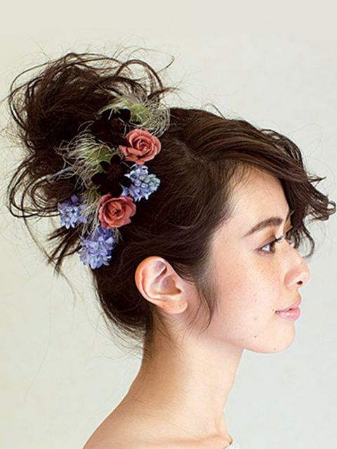 Ear, Hairstyle, Chin, Forehead, Eyebrow, Petal, Flower, Hair accessory, Style, Jaw,