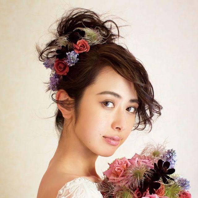 Petal, Hairstyle, Photograph, Flower, Pink, Hair accessory, Style, Bouquet, Beauty, Headgear,
