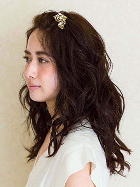 Lip, Hairstyle, Forehead, Shoulder, Eyebrow, Headpiece, Style, Hair accessory, Beauty, Long hair,