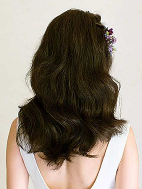 Hairstyle, Shoulder, Joint, Style, Long hair, Neck, Back, Hair coloring, Blond, Brown hair,
