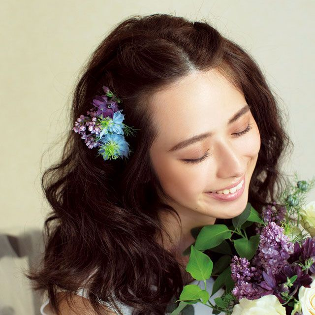 Petal, Hairstyle, Flower, Purple, Beauty, Dress, Bouquet, Iris, Cut flowers, Hair accessory,