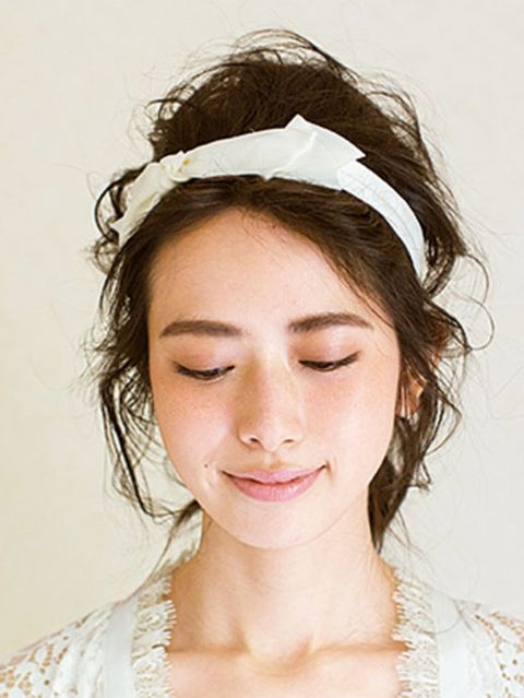 Hairstyle, Chin, Forehead, Eyebrow, Hair accessory, Style, Jaw, Headgear, Headpiece, Beauty,
