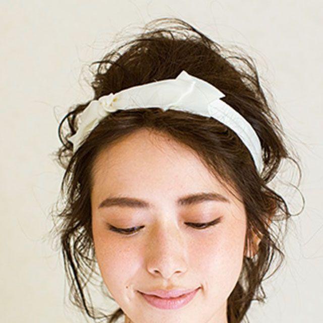 Hairstyle, Chin, Forehead, Eyebrow, Hair accessory, Style, Headpiece, Jaw, Headgear, Beauty,