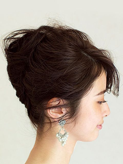 Ear, Human, Hairstyle, Skin, Chin, Forehead, Shoulder, Eyebrow, Earrings, Style,