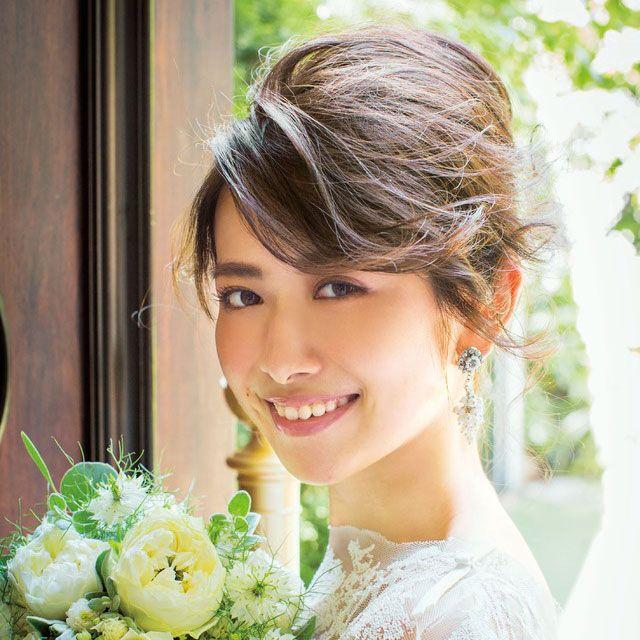 Eye, Hairstyle, Petal, Bouquet, Flower, Cut flowers, Beauty, Dress, Floristry, Flower Arranging,
