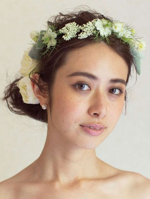 Lip, Hairstyle, Skin, Chin, Forehead, Hair accessory, Eyebrow, Bridal accessory, Headpiece, Style,