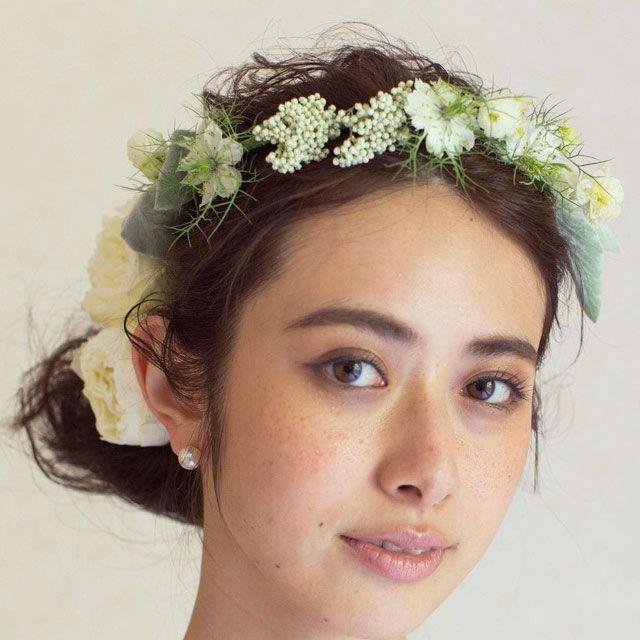 Lip, Hairstyle, Skin, Chin, Forehead, Eyebrow, Hair accessory, Bridal accessory, Headpiece, Style,