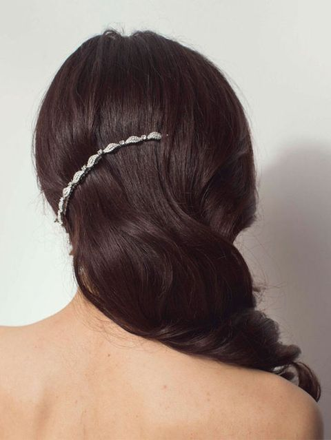 Ear, Hairstyle, Skin, Forehead, Shoulder, Joint, Style, Back, Hair accessory, Neck,