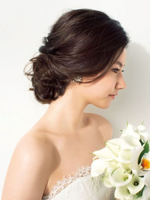 Clothing, Petal, Hairstyle, Skin, Chin, Forehead, Shoulder, Photograph, Style, Bouquet,