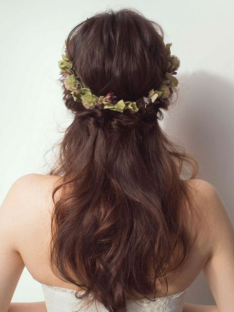 Clothing, Brown, Hairstyle, Shoulder, Bridal accessory, Hair accessory, Wedding dress, Style, Bridal clothing, Headpiece,