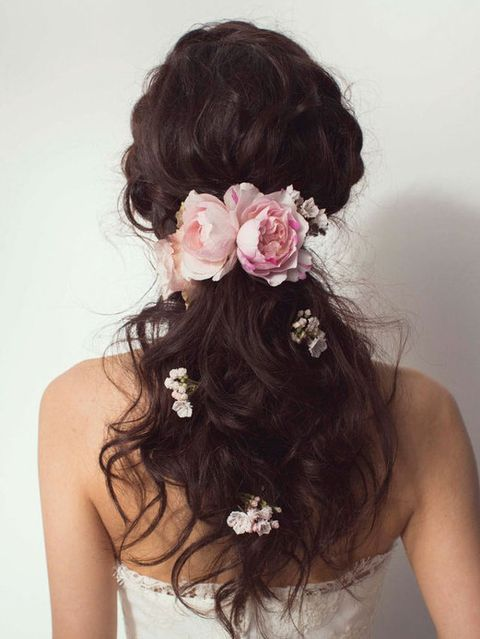 Clothing, Hair, Petal, Hairstyle, Forehead, Shoulder, Flower, Hair accessory, Style, Beauty,