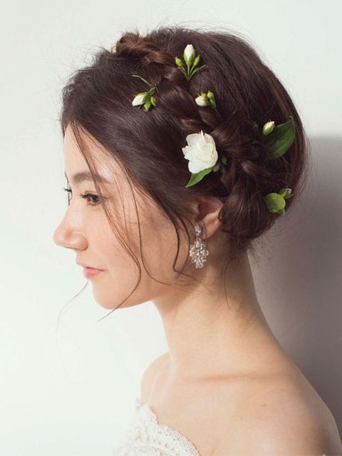 Hair, Hairstyle, Skin, Chin, Forehead, Shoulder, Hair accessory, Bridal accessory, Headpiece, Style,
