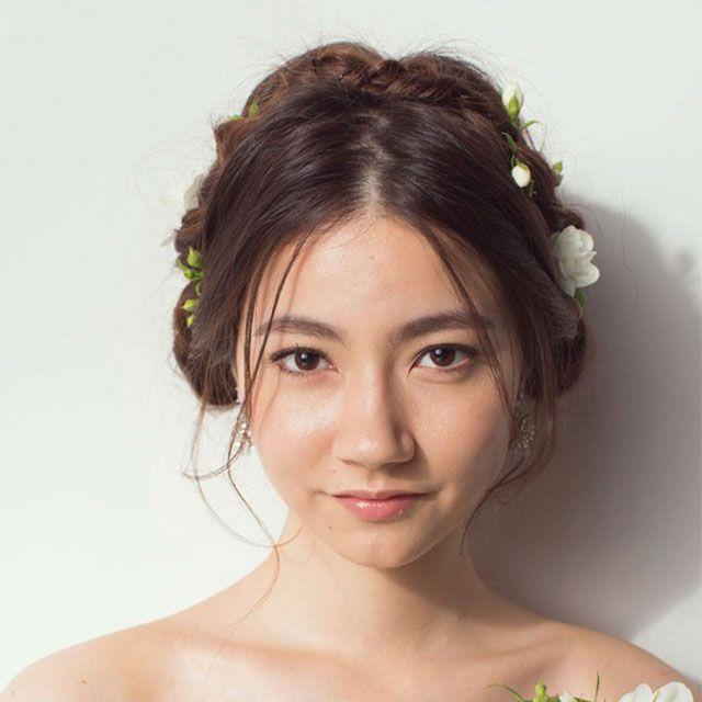 Hair, Hairstyle, Forehead, Eyebrow, Petal, Hair accessory, Beauty, Headgear, Headpiece, Wedding dress,