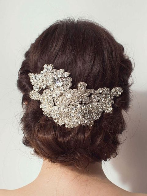 Hair, Ear, Hairstyle, Chin, Forehead, Bridal accessory, Hair accessory, Mammal, Headpiece, Petal,