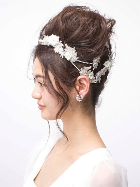 Hairstyle, Bridal accessory, Chin, Forehead, Shoulder, Eyebrow, Hair accessory, Headpiece, Style, Jaw,