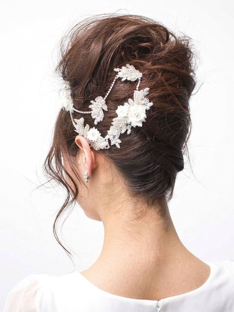 Hairstyle, Forehead, Bridal accessory, Hair accessory, Headpiece, Style, Fashion accessory, Headgear, Costume accessory, Neck,