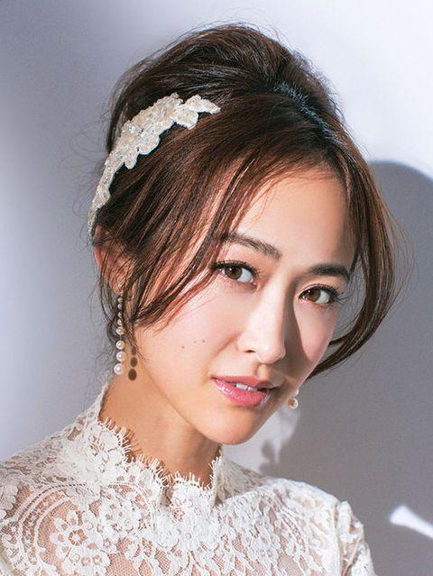 Lip, Hairstyle, Skin, Chin, Forehead, Eyebrow, Eyelash, Style, Bridal accessory, Hair accessory,