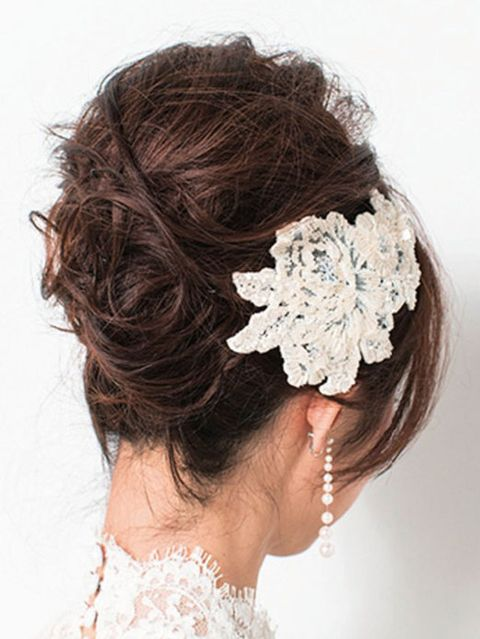 Hairstyle, Bridal accessory, Chin, Forehead, Hair accessory, Fashion accessory, Headpiece, Style, Headgear, Costume accessory,