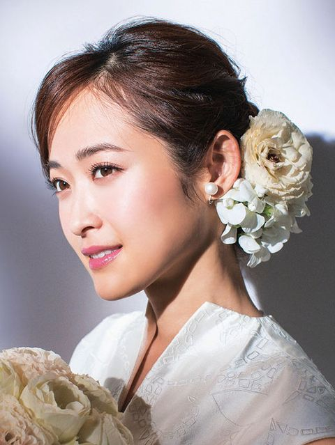 Hairstyle, Forehead, Eyebrow, Petal, Style, Eyelash, Beauty, Hair accessory, Bridal accessory, Bride,
