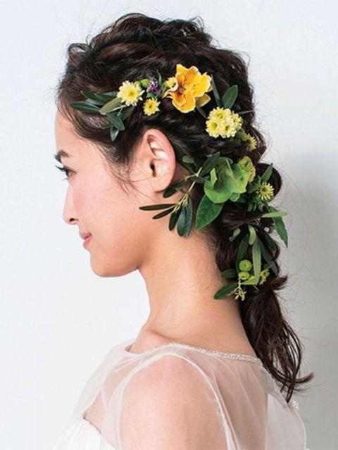 Hairstyle, Petal, Flower, Hair accessory, Style, Bridal accessory, Headgear, Headpiece, Beauty, Wedding dress,