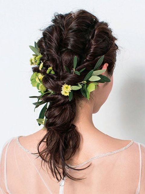 Brown, Hairstyle, Hair accessory, Petal, Style, Beauty, Neck, Long hair, Liver, Body jewelry,