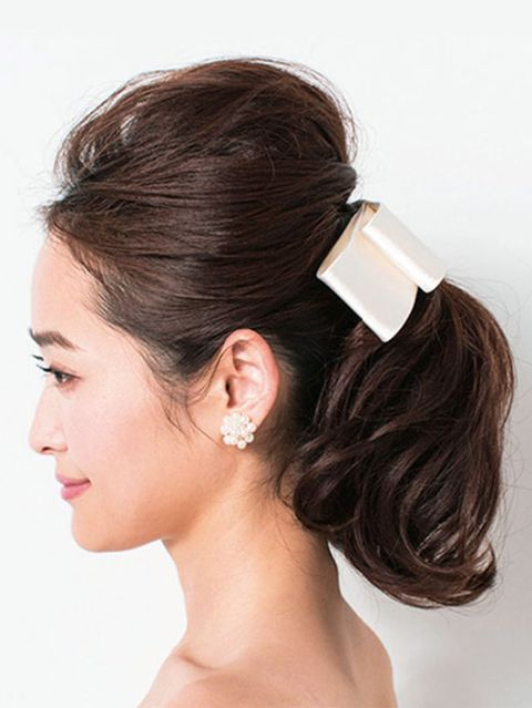 Ear, Brown, Earrings, Hairstyle, Chin, Forehead, Eyebrow, Hair accessory, Bridal accessory, Style,