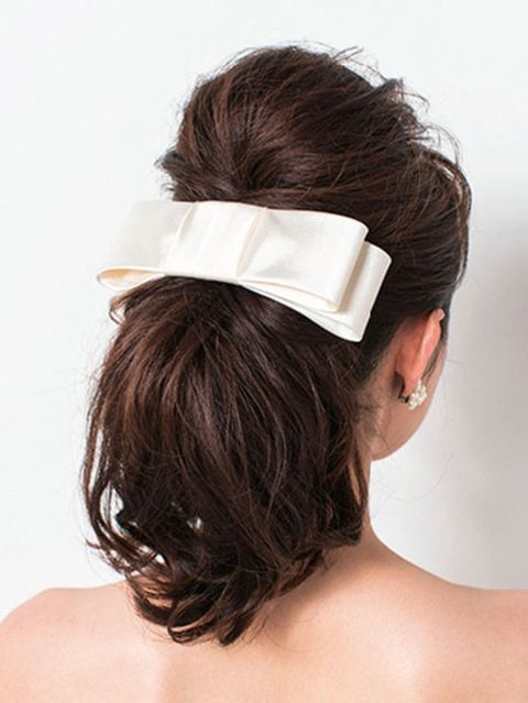 Ear, Hairstyle, Forehead, Shoulder, Hair accessory, Style, Back, Headgear, Costume accessory, Neck,