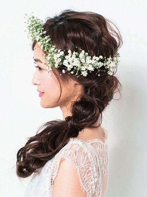 Hairstyle, Forehead, Hair accessory, Photograph, Bridal accessory, Headpiece, Petal, Style, Headgear, Fashion accessory,