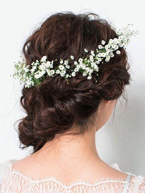 Clothing, Petal, Hairstyle, Forehead, Hair accessory, Bridal accessory, Headpiece, Flower, Style, Headgear,