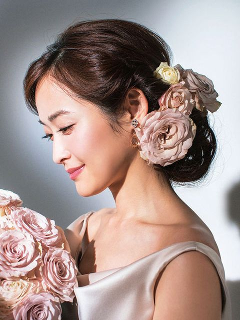 Clothing, Petal, Hairstyle, Forehead, Flower, Style, Bridal accessory, Beauty, Hair accessory, Bride,