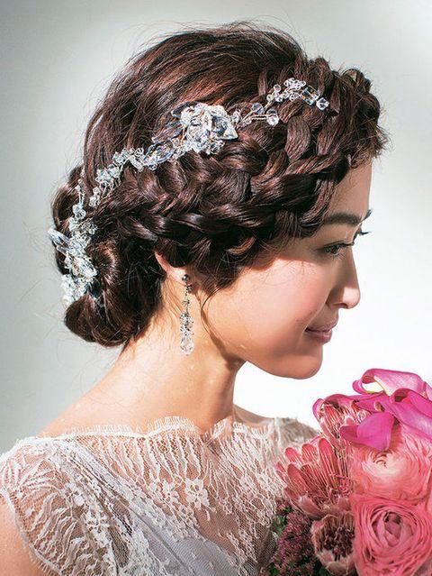 Hairstyle, Forehead, Petal, Hair accessory, Style, Bridal accessory, Headgear, Fashion accessory, Beauty, Bouquet,