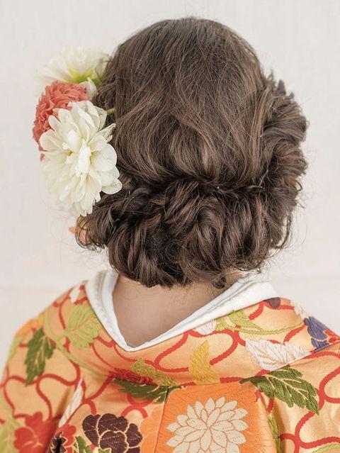 Hairstyle, Petal, Style, Liver, Long hair, Hair accessory, Brown hair, Peach, Hair coloring, Costume,