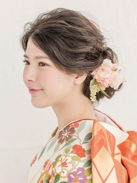 Ear, Hairstyle, Chin, Forehead, Eyelash, Style, Beauty, Temple, Neck, Day dress,
