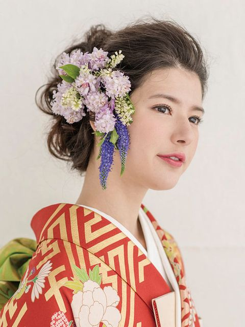 Hair, Hairstyle, Style, Petal, Eyelash, Beauty, Hair accessory, Lavender, Cut flowers, Tradition,