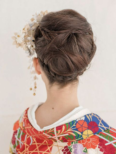 Clothing, Hairstyle, Style, Neck, Hair accessory, Back, Brown hair, Bun, Hair coloring, Chignon,