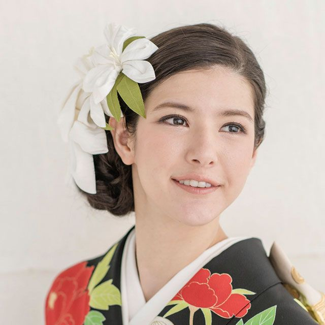 Hairstyle, Leaf, Petal, Hair accessory, Headpiece, Artificial flower, Floral design, Makeover, Costume accessory, Headband,