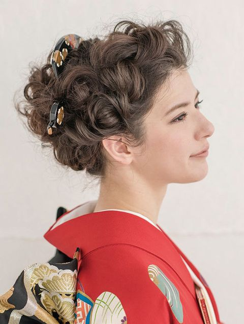 Ear, Hairstyle, Chin, Forehead, Style, Eyelash, Beauty, Costume, Makeover, Costume design,
