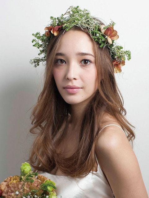 Hairstyle, Petal, Flower, Dress, Hair accessory, Beauty, Photography, Youth, Floristry, Floral design,