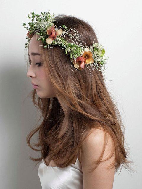 Brown, Hairstyle, Petal, Shoulder, Hair accessory, Flower, Headpiece, Dress, Headgear, Beauty,