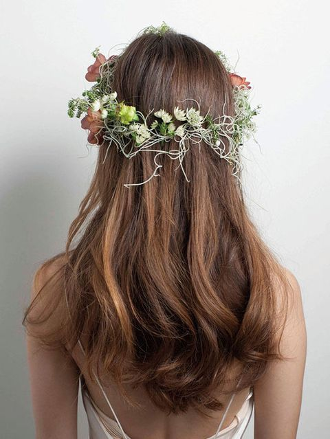 Hair, Hairstyle, Petal, Hair accessory, Flower, Headpiece, Long hair, Headgear, Beauty, Brown hair,