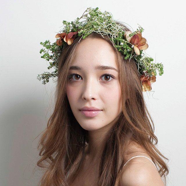 Hairstyle, Petal, Flower, Dress, Hair accessory, Beauty, Floristry, Photography, Cut flowers, Flower Arranging,