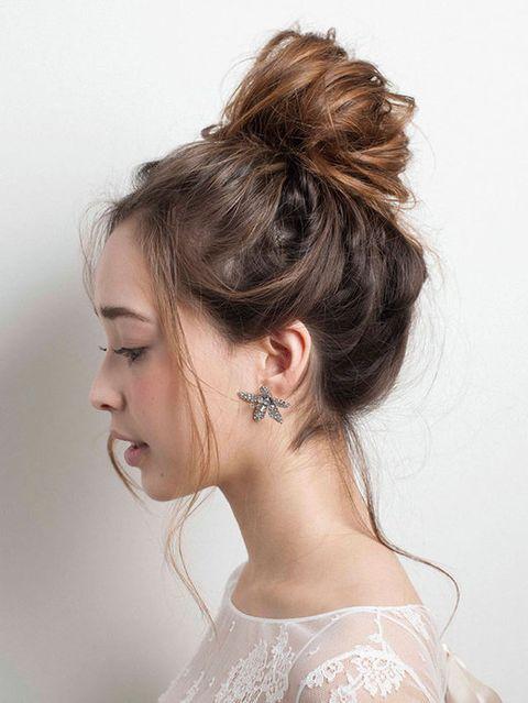 Hair, Head, Ear, Hairstyle, Chin, Forehead, Eyebrow, Eyelash, Style, Hair accessory,