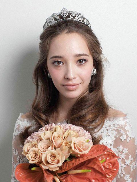 Petal, Hairstyle, Eye, Eyebrow, Flower, Hair accessory, Style, Bouquet, Beauty, Headpiece,