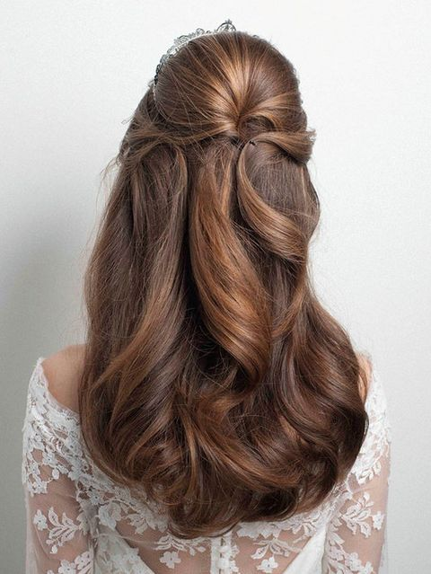 Brown, Hairstyle, Textile, Style, Long hair, Hair accessory, Brown hair, Pattern, Liver, Blond,