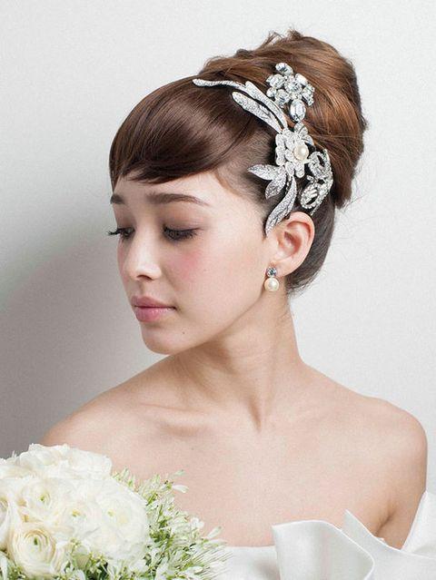 Hairstyle, Forehead, Eyebrow, Hair accessory, Petal, Bridal accessory, Headpiece, Style, Fashion accessory, Beauty,