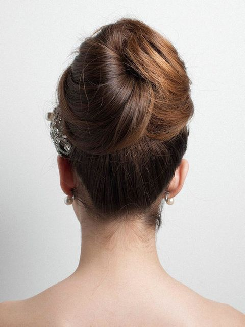 Hair, Ear, Hairstyle, Skin, Chin, Forehead, Shoulder, Joint, Style, Back,
